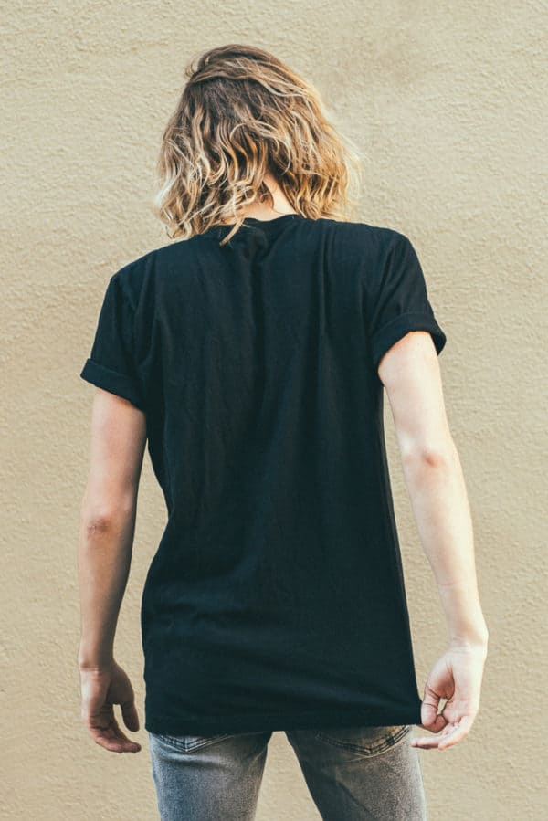 A man with Yellow hair, showing his back, wearing a black t-shirt